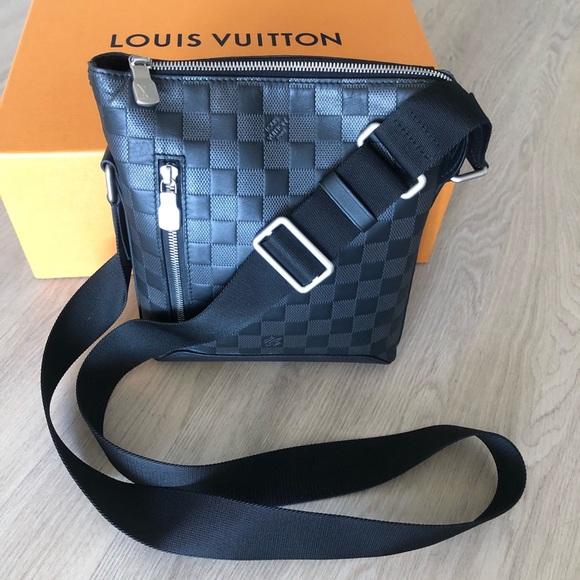 1b5d970e8b Louis Vuitton DISCOVERY MESSENGER Bag NWT